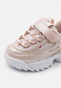 Fila - DISRUPTOR INFANTS - Sneaker low - coral blush - 5