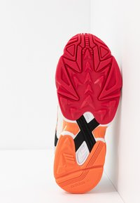 adidas Originals - YUNG 1 - Sneakers - core black/semi coral/raw white - 4
