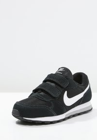 Nike Sportswear - MD RUNNER 2 BPV - Sneakersy niskie - black/white/wolf grey - 2