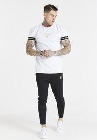 SIKSILK - EXPOSED TAPE RAGLAN GYM TEE - Basic T-shirt - white - 1