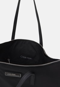Calvin Klein - SHOPPER ZIP - Kabelka - black - 2