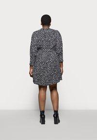 Selected Femme Curve - SLFVIA SHORT DRESS - Denní šaty - black - 2