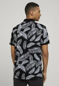 TOM TAILOR DENIM - Poloshirt - black white palm leaves print - 3