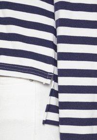 Anna Field - STRIPED LOOSE FIT HOODIE - Hoodie - dark blue/white - 4