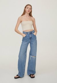 PULL&BEAR - 2 PACK STRAPPY CROP - Top - off white - 3