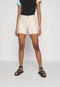 ONLY - ONLBLUSH - Shorts di jeans - ecru - 0