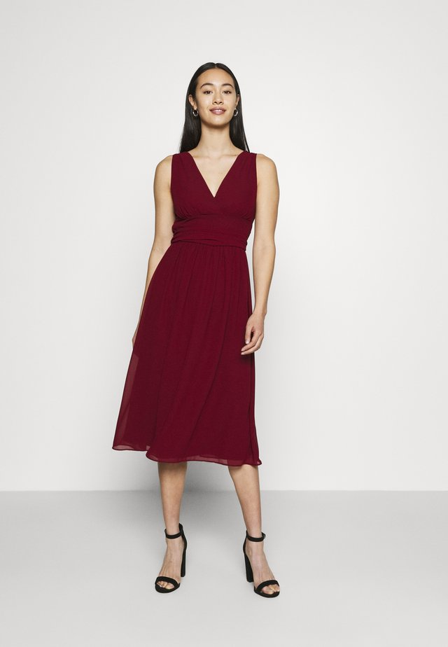 ELOIS MIDI DRESS - Juhlamekko - burgundy