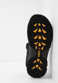 Keen - TARGHEE III OPEN TOE  - Chodecké sandály - black/grey - 4