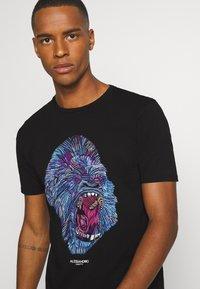 Alessandro Zavetti - RAGING APE - Print T-shirt - black - 3