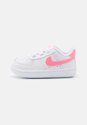 FORCE 1 CRIB UNISEX - First shoes - white/sunset pulse/black
