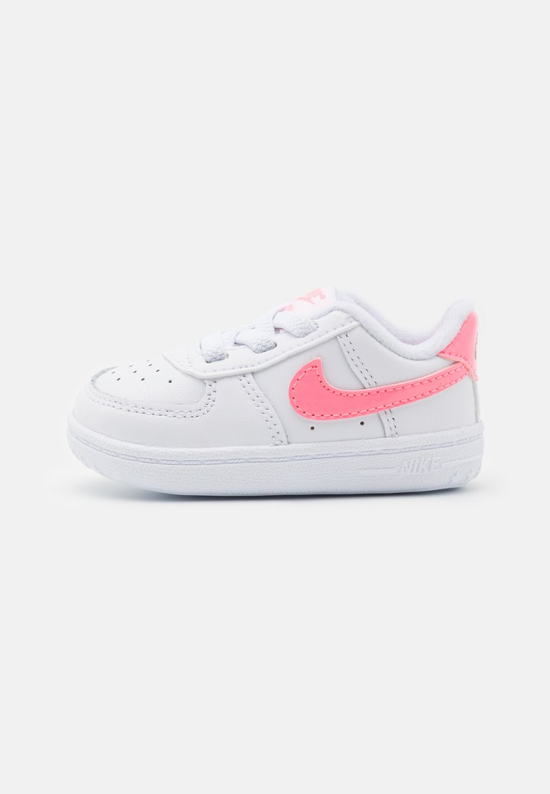 Nike Sportswear - FORCE 1 CRIB UNISEX - First shoes - white/sunset pulse/black