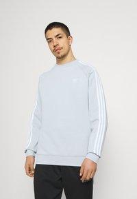 adidas Originals - STRIPES CREW UNISEX - T-shirt print - halo blue - 0