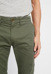 TOM TAILOR - Chinos - dark thyme green - 4