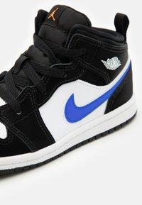 Jordan - AIR 1 MID UNISEX  - Basketbalové boty - black/racer blue/white/total orange - 5