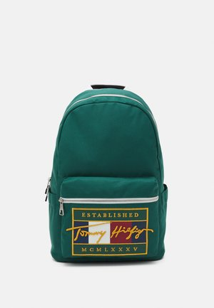 SIGNATURE FLAG BACKPACK UNISEX - Batoh - green