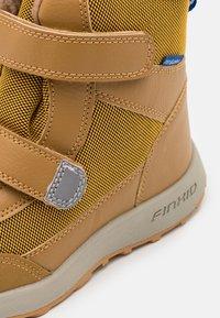 Finkid - LAPPI UNISEX - Zimní obuv - golden yellow/cinnamon - 5