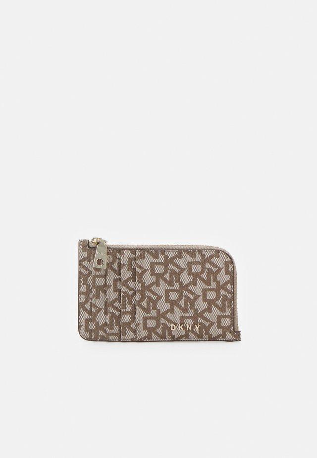 BRYANT ZIP CARD HOLDER LOGO - Wallet - chino/caramel