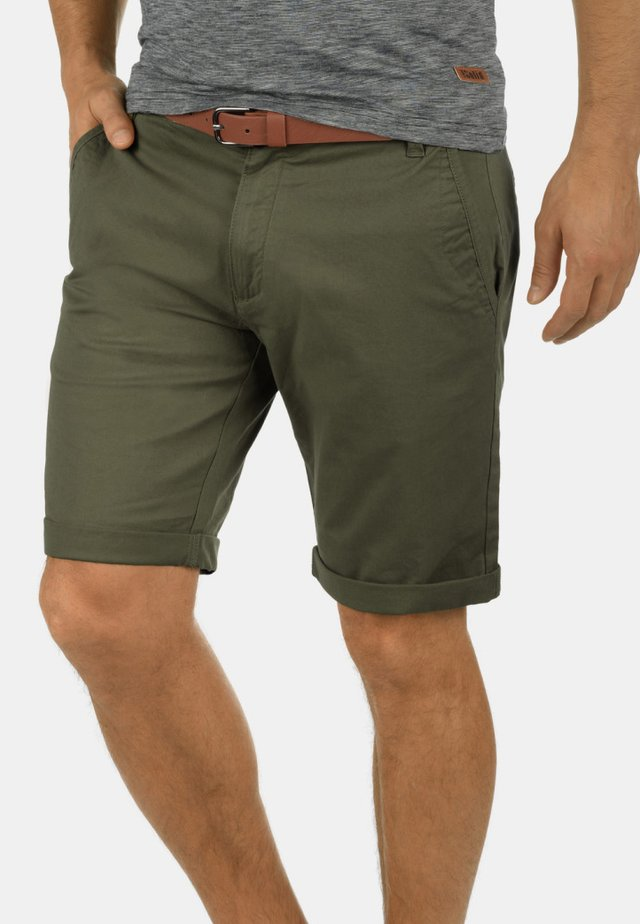 CHINOSHORTS MONTIJO - Shorts - dusty olive