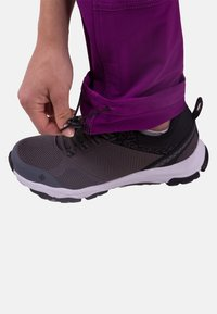 IZAS - Tracksuit bottoms - purple/dark purple - 3