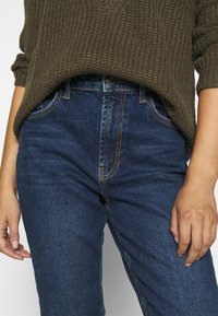 Pieces - PCLEAH MOM  - Jeans relaxed fit - dark blue denim - 4