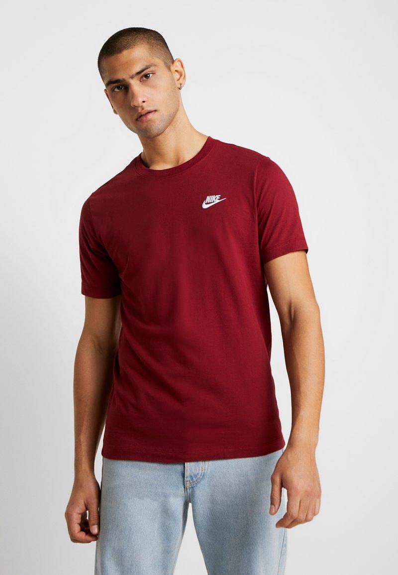 Nike Sportswear - CLUB TEE - T-shirt - bas - team red/white
