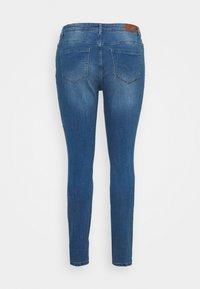 Vero Moda Curve - VMTANYA MRS PIPING  - Jeans Skinny Fit - medium blue denim - 7