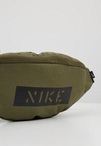 Nike Sportswear - HERITAGE HIP PACK - Bum bag - medium olive/white - 5