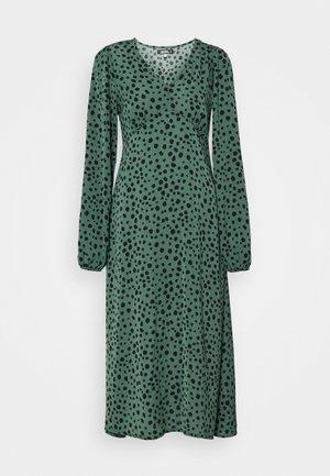 V NECK SMOCK DRESS DALMATIAN - Kjole - green