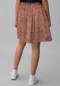 Marc O'Polo DENIM - ALLOVER-PRINT - Pleated skirt - multi/cinnamon brown - 2