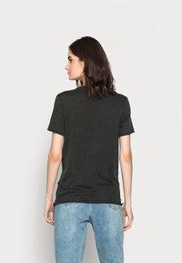 ONLY Tall - ONLLUCY LIFE CHERUB BOX - Camiseta estampada - black - 2