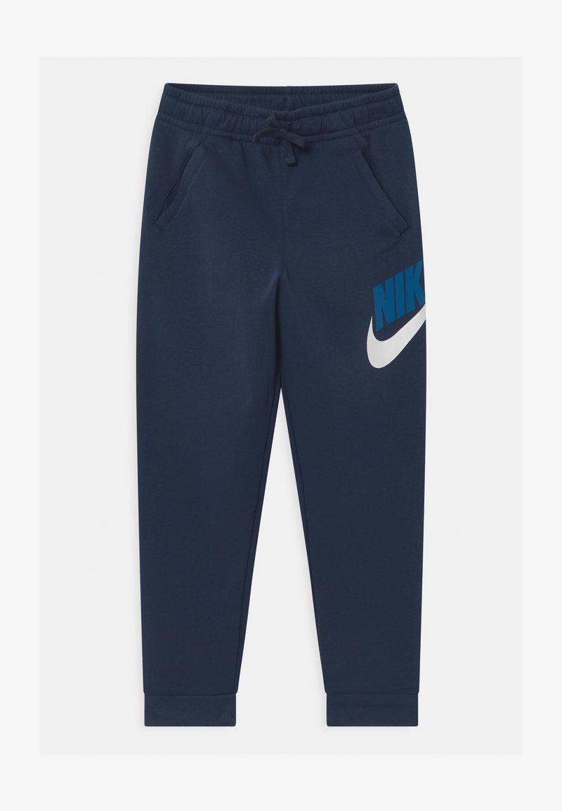 Nike Sportswear - PLUS CLUB - Pantaloni sportivi - midnight navy
