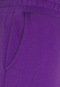 Blood Brother - MAPLEWOOD UNISEX  - Shorts - african violet - 2