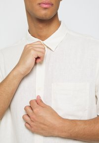 Weekday - RANDY SHIRT - Chemise - white - 6