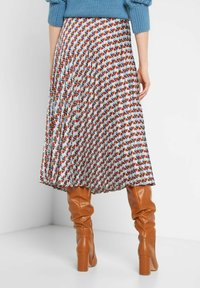 ORSAY - MIT MUSTER - A-line skirt - herbstrot - 2