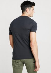 G-Star - BASE V-NECK T S/S 2-PACK - Basic T-shirt - pedal grey - 2