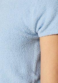 Monki - CIMA  - Basic T-shirt - blue light - 6