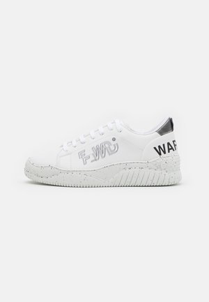 Trainers - white/grey