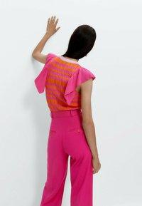 Uterqüe - Print T-shirt - pink - 2