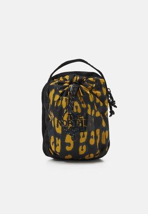 BOZER CROSS BODY UNISEX - Across body bag - arrowwood yellow