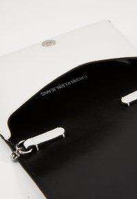 Calvin Klein Jeans - Across body bag - white - 4