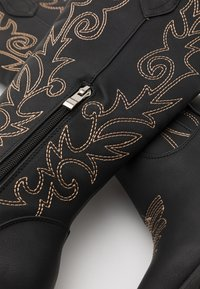 RAID - TRIUMPH - Kovbojské/motorkářské boty - black - 5