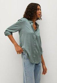 Mango - FLUIDE  - Button-down blouse - vert - 0