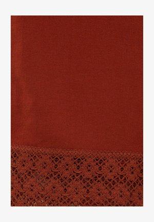 RUSTIKALE  MIT HÄKELEI - Trousers - dark red