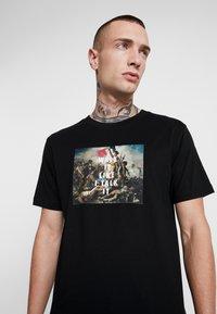 Mister Tee - WALK IT TEE - Print T-shirt - black - 4