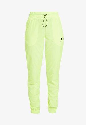 CHASE PANT - Kalhoty - yellow alert