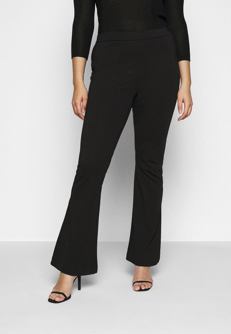 Vero Moda Curve - VMKAMMA FLARED PANT - Bukse - black