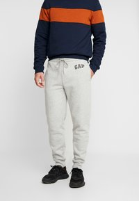 GAP - LOGO PANT - Spodnie treningowe - light heather grey - 0