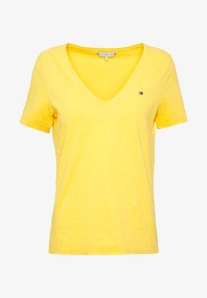 CLASSIC  - Basic T-shirt - sunny