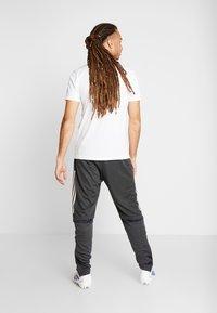 adidas Performance - DEUTSCHLAND DFB TRAINING PANT - Koszulka reprezentacji - carbon - 2