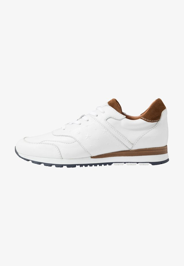 Sneakers - white/cognac